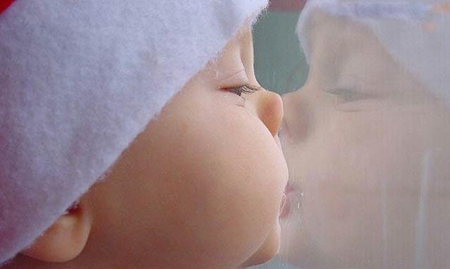 во сколько месяцев ребенок, воспитание и развитие ребенка, карапузики, фото маленьких детей