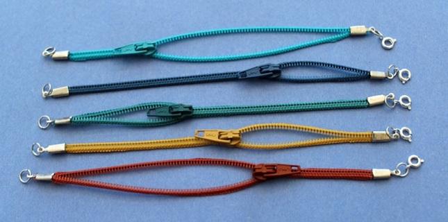 стильная штучка, браслет, сегодня, клей, кнопки, липучки, застежки, ножницы, острогубцы, инструменты, джинсовый браслет. браслет намотка