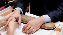 мужской маникюр, одежда, руки, ногти, казино, выполнение мужского маникюра, прекрасное рядом
